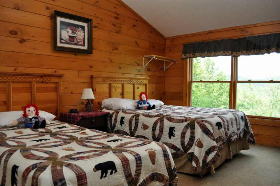 Cabin 4 Loft Bedroom - Full and Twin